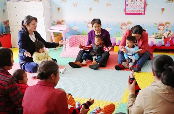 陕西宁陕,女性脱贫项目在当地建设了10个为0-3岁孩子服务的养育未来中心。